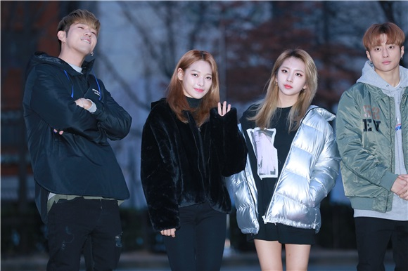 DAY6、KARD、VICTION等参加韩国Music Bank上班路